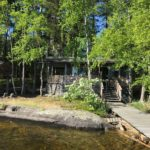 余暇にはサマーコテージで息抜き。サウナハウスから直接湖に入って涼んだりもしたそうです。