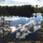 トレッキングも満喫の様子。静かな湖畔ってこれのことなのかも!不思議な絵を見てるみたい。