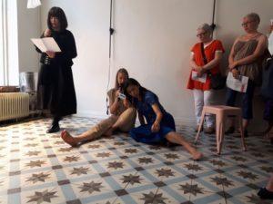 1日目のBlue&Water(セレクトショップ「Petit.St.Louis」での、日本&フィンランドの詩人およびコンテンポラリーダンサーによる、新しい形の「ポエトリーインスタレーション」)イベントの写真\n以下写真提供/キャプション:永方佑樹